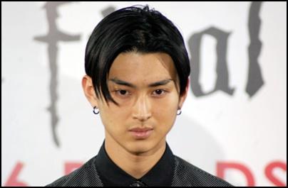 松田翔太の年収と高校大学の学歴は?父母兄妹の家族構成と嫁の画像も2